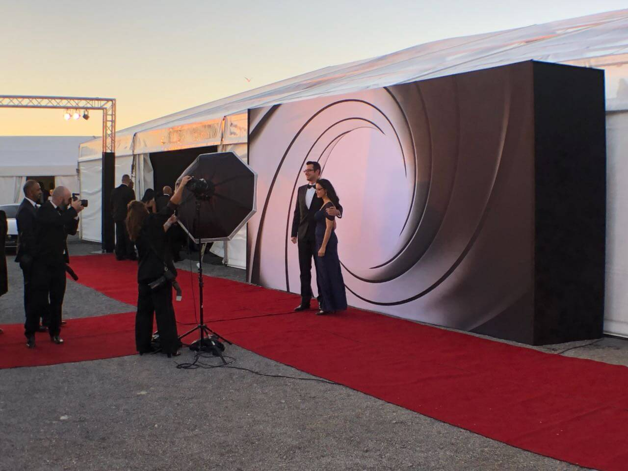 truss lighting, red carpets, photo wall - bond av direct